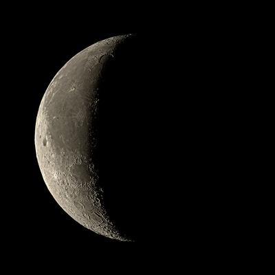 https://imgc.artprintimages.com/img/print/waning-crescent-moon_u-l-pkuklo0.jpg?p=0