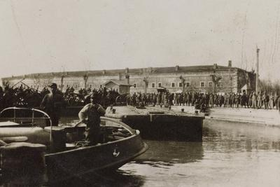 War Campaign 1917-1920: Group of Soldiers Await the Arrival of a Vessel in the Harbor--Photographic Print
