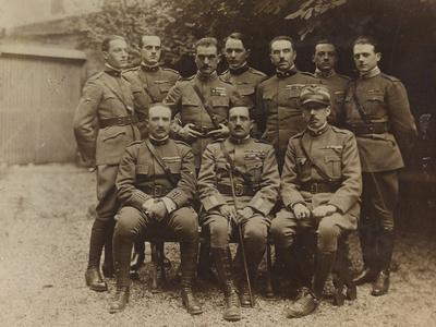 https://imgc.artprintimages.com/img/print/war-campaign-1917-1920-group-photo-of-soldiers-and-officers_u-l-q10tq1i0.jpg?p=0