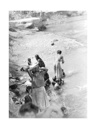 Washing at the River Near Tehuantepec, Mexico, 1929-Tina Modotti-Photographic Print