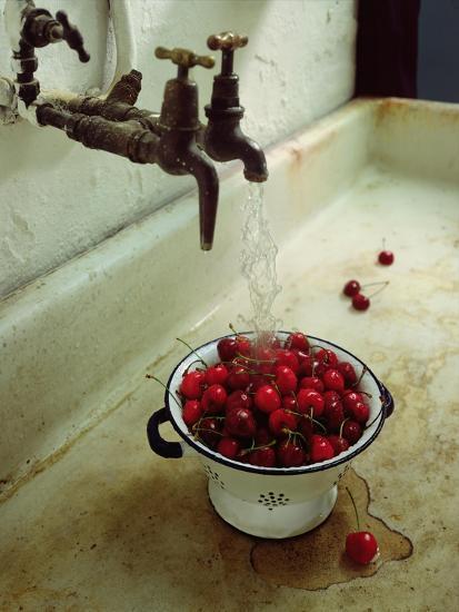 Washing cherries, 1988-Norman Hollands-Giclee Print