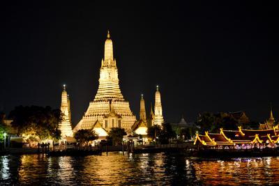https://imgc.artprintimages.com/img/print/wat-arun-bangkok-thailand_u-l-q103pu10.jpg?p=0
