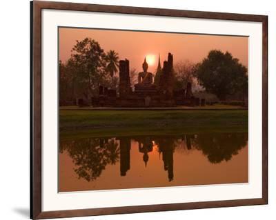 Wat Mahathat, Sukhothai Historical Park, UNESCO World Heritage Site, Sukhothai Province, Thailand,-Ben Pipe-Framed Photographic Print