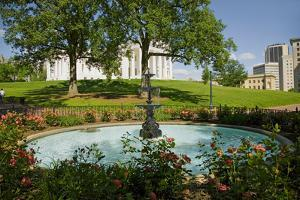 Water fountain and Virginia State Capitol, Richmond Virginia