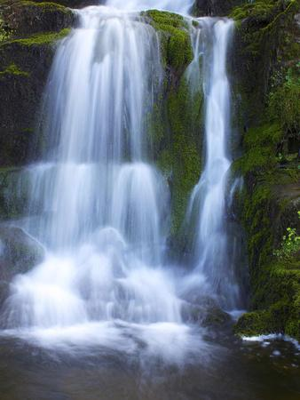 https://imgc.artprintimages.com/img/print/waterfall-glen-artney-near-crieff-perthshire-scotland-united-kingdom-europe_u-l-phcqvu0.jpg?p=0