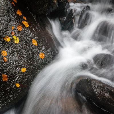 https://imgc.artprintimages.com/img/print/waterfall-hardcastle-crags-calderdale-yorkshire-england-united-kingdom-europe_u-l-q12qvit0.jpg?artPerspective=n
