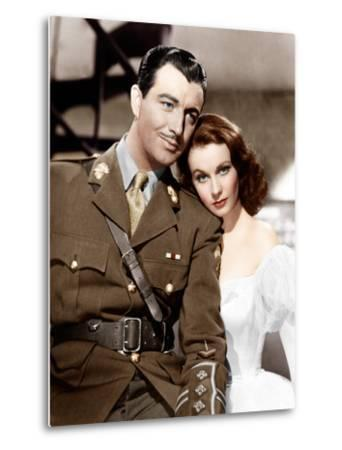 WATERLOO BRIDGE, from left: Robert Taylor, Vivien Leigh, 1940--Metal Print