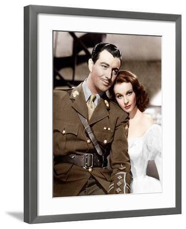 WATERLOO BRIDGE, from left: Robert Taylor, Vivien Leigh, 1940--Framed Photo