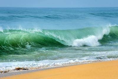 https://imgc.artprintimages.com/img/print/wave-of-the-ocean_u-l-pybrlr0.jpg?artPerspective=n