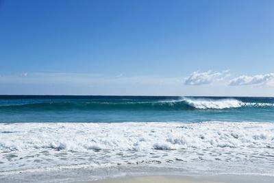 https://imgc.artprintimages.com/img/print/waves-breaking-at-beach_u-l-pzs68y0.jpg?p=0