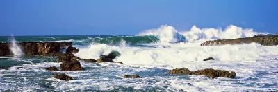 Waves Breaking at Rocks, Hawaii, USA--Photographic Print