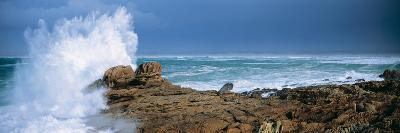 Waves Breaking on the Coast, Saint Guenole, Finistere, Brittany, France--Photographic Print