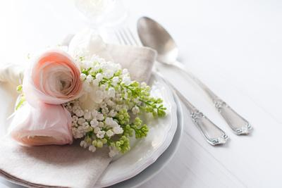 https://imgc.artprintimages.com/img/print/wedding-elegant-dining-table-setting_u-l-q10383d0.jpg?p=0