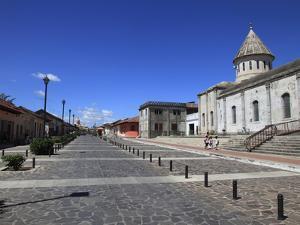 Calle La Calzada, Granada, Nicaragua, Central America by Wendy Connett