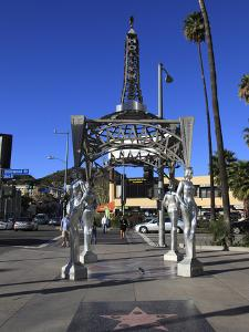 Silver Four Ladies of Hollywood Gazebo, Hollywood Walk of Fame, Hollywood Boulevard, Hollywood, Los by Wendy Connett