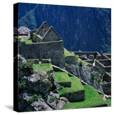 Machu Picchu Overlooking the Sacred Urubamba River Valley, Machu Picchu, Cuzco, Peru