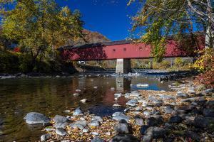 West Cornwall covered bridge over Housatonic River, West Cornwall, Connecticut, USA