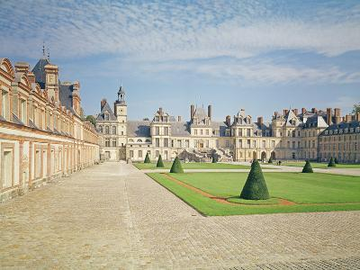 White Horse Courtyard, Palace of Fontainebleau--Photographic Print