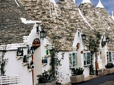 White-Washed Trulli Houses, Alberobello, Italy-Oliver Strewe-Photographic Print