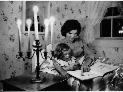 https://imgc.artprintimages.com/img/print/wife-of-senator-jackie-kennedy-reading-book-to-her-daughter-caroline-in-family-s-summer-home_u-l-p43jq00.jpg?p=0