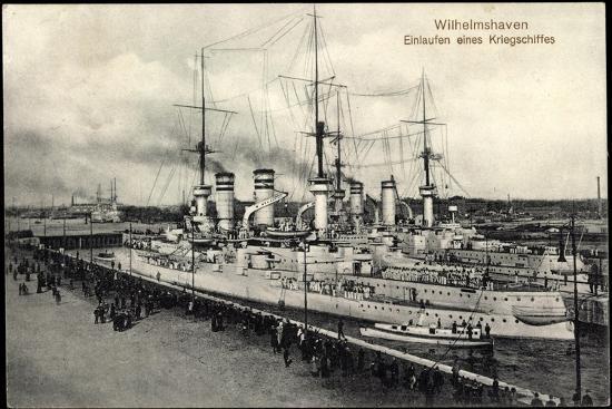 Wilhelmshaven, Einlaufen Eines Kriegsschiffes--Giclee Print