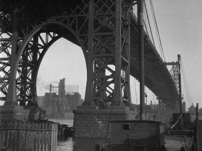 Williamsburg Bridge Spanning East River-Philip Gendreau-Photographic Print