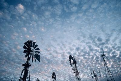 https://imgc.artprintimages.com/img/print/windmills-and-clouds-at-dusk-las-cruces-new-mexico-usa_u-l-poi39u0.jpg?p=0
