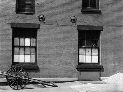 https://imgc.artprintimages.com/img/print/windows-and-cart-new-york-1943_u-l-q1g6lpr0.jpg?p=0