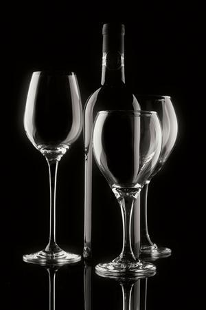 https://imgc.artprintimages.com/img/print/wine-bottle-and-glasses_u-l-q10pqzt0.jpg?p=0