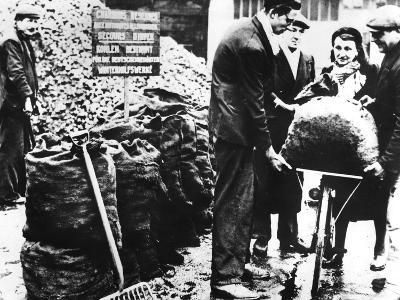 Winter Relief, Distribution of Coal, France 1940-1944--Photographic Print