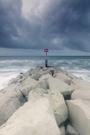 https://imgc.artprintimages.com/img/print/winter-seascape_u-l-q10dye10.jpg?p=0