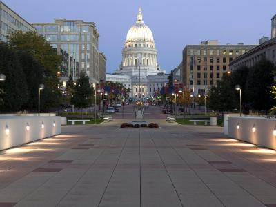 Wisconsin State Capitol Building, Madison, WI-Walter Bibikow-Photographic Print