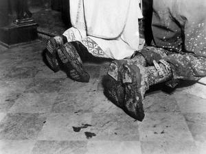With Soiled Army Boots, a Chaplain and Soldier Kneel at Catholic Mass Is Held for Two Dead Soldiers