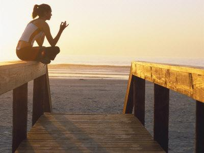 https://imgc.artprintimages.com/img/print/woman-doing-yoga-at-beach-during-sunrise_u-l-p3cn3u0.jpg?p=0
