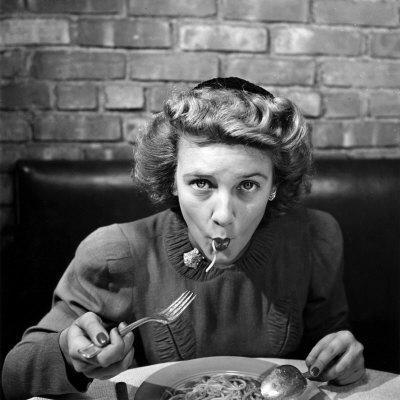 https://imgc.artprintimages.com/img/print/woman-eating-spaghetti-in-restaurant-no-5-of-sequence-of-6_u-l-p766ll0.jpg?p=0