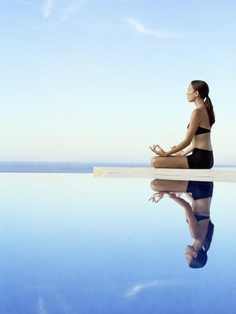https://imgc.artprintimages.com/img/print/woman-exercising-on-swimming-pool-edge_u-l-pf5xgn0.jpg?artPerspective=n