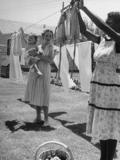 Woman Hanging the Laundry Out to Dry-Nina Leen-Photographic Print
