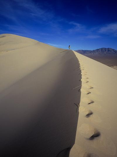 Woman Hiking, Kelso Sand Dune, CA-Greg Epperson-Photographic Print