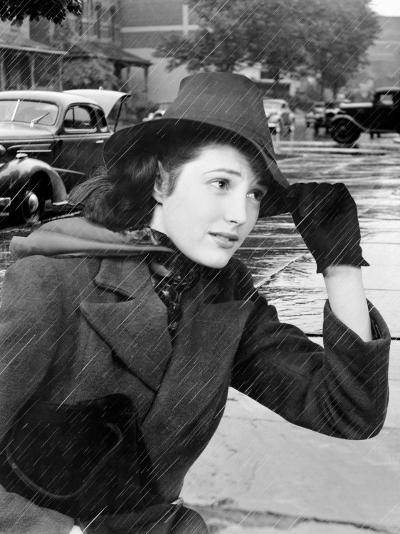 Woman Out in Traffic During a Rain Storm Holding the Brim of Her Hat-H^ Armstrong Roberts-Photographic Print