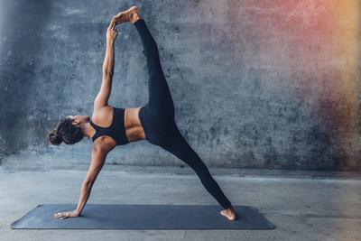 https://imgc.artprintimages.com/img/print/woman-practicing-yoga-in-a-urban-background-side-plank-pose-vasisthasana_u-l-q1bvarz0.jpg?p=0