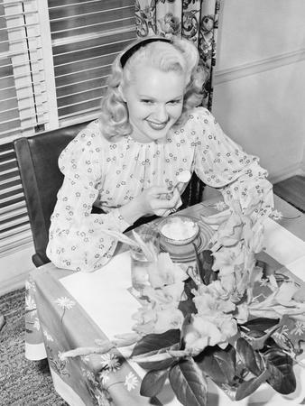 https://imgc.artprintimages.com/img/print/woman-sitting-at-a-breakfast-table_u-l-q1bwywx0.jpg?p=0