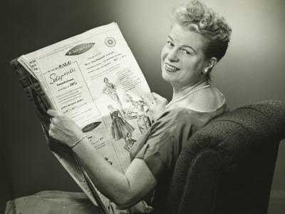 https://imgc.artprintimages.com/img/print/woman-sitting-in-armchair-reading-newspaper-smiling_u-l-q10bt6b0.jpg?p=0