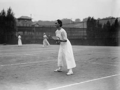 https://imgc.artprintimages.com/img/print/woman-tennis-player-getting-ready-photograph_u-l-q1go4yf0.jpg?p=0