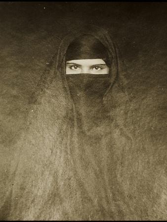 https://imgc.artprintimages.com/img/print/woman-wearing-a-burqa-early-20th-century_u-l-prnmwd0.jpg?p=0