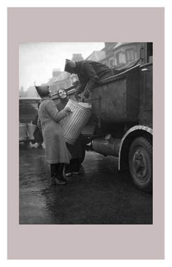 Women at War: Specials--Art Print