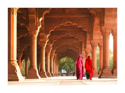 https://imgc.artprintimages.com/img/print/women-in-traditional-dress-india_u-l-f8wfau0.jpg?p=0