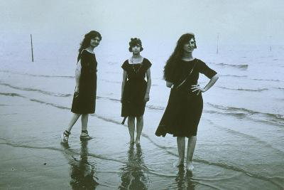 Women on the Beach at Lido--Photographic Print