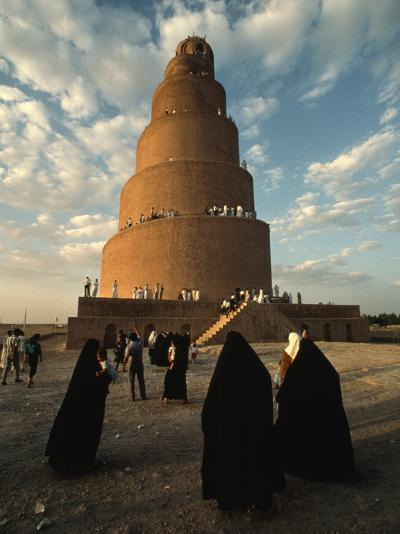 Women Shrouded in Black Approach the Spiral Minaret at Samarra-Lynn Abercrombie-Photographic Print