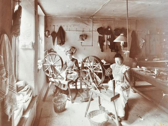 Women using spinning wheels, Bethnal Green, London, 1908-Unknown-Photographic Print