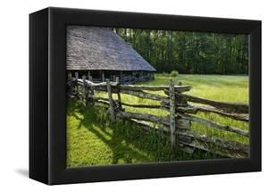 Wooden Barn, Mountain Farm Museum, Great Smoky Mountains National Park, North Carolina, USA